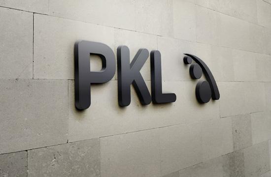 pkl-logo-natpis-na-poslovnoj-zgradi